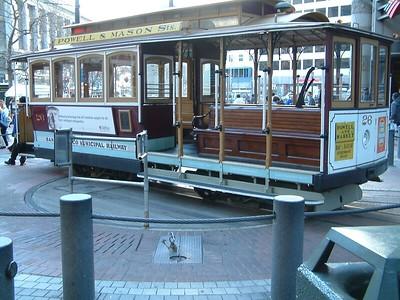 Powell St. - Al capolinea del tram 2004-03-02 at 01-10-03