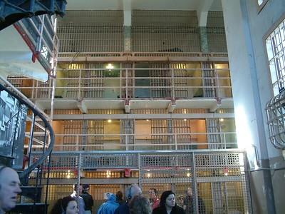 Alcatraz - Vista delle celle da quella che era la biblioteca 2004-03-02 at 19-54-07
