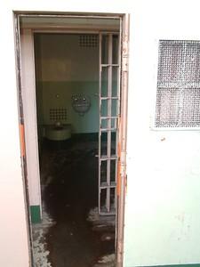 Alcatraz - Le celle di isolamento: una volta chiusa la porta l'interno Ë isolato al rumore ma soprattutto alla luce 2004-03-02 at 20-08-39