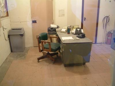 Alcatraz - Scrivania della sala controllo 2004-03-02 at 20-32-42