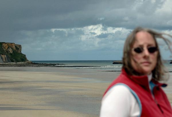 Arromanches 2006 - Judy Feels the Winds of War