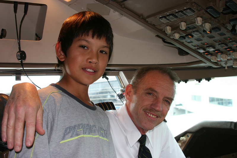 Mark in the cockpit with the pilot of the Boeing 747 shortly before departing Sydney.