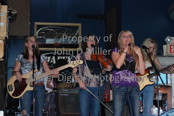 Broad Band Girls