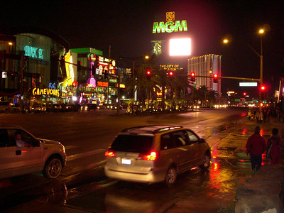 Thanksgiving Evening on The Strip in the rain