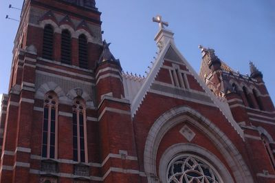 TOOK  TWO   PICS  TO  CAPTURE  THE  ARCHITECTURE OF  THIS  LOVELY  CHURCH.  I   WAS  IN  A   DOUBLE  DECK  BUS  AND  NO  TIME TO  CHANGE LENS