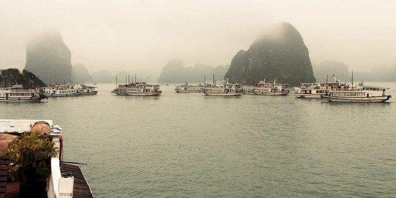 Crowd of tourist boats lining up to see Kissing Rock