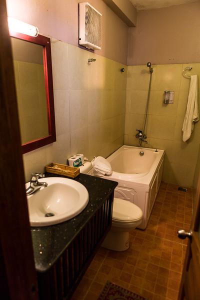 Our bathroom at the Cat Cat view hotel. Last night was pretty cold. We didn't really have hot water, shower was short.  --  Notre salle de bain à l'hôtel Cat Cat. La nuit fut fraiche, très fraiche, et nous n'avons presque pas d'eau chaude. La douche fut aussi très courte.