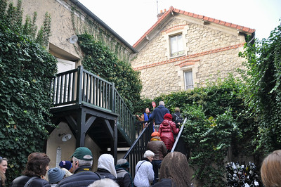 Up the steps to where Van Gogh rented a sleeping room.