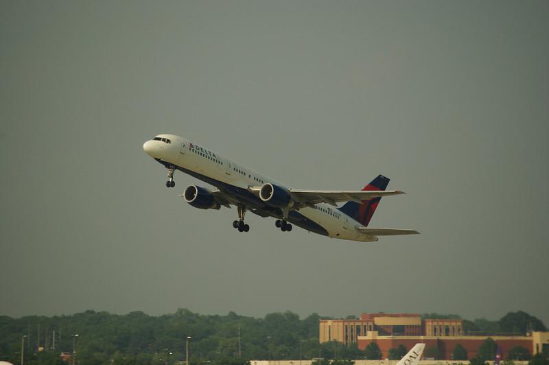 Boeing 757 heads upward