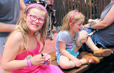 You can't go to Disney with out stopping to get some Ice Cream.  Anissa & Makenna enjoying their frozen treat.