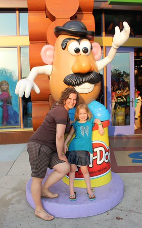We went to Down Town Disney to go a little shopping and sight seeing.  Lorinda & Makenna w/ Mr. Potato Head.