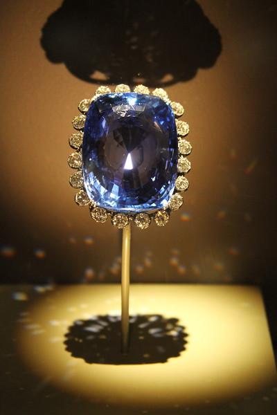 Logan Sapphire (423 carats, Sri Lanka) - Museum of Natural History