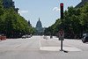 From Pennsylvania Av. we can see the US capitol.<br /> -----<br /> A partir de Pennsylvania, on peut voir le Capitole.