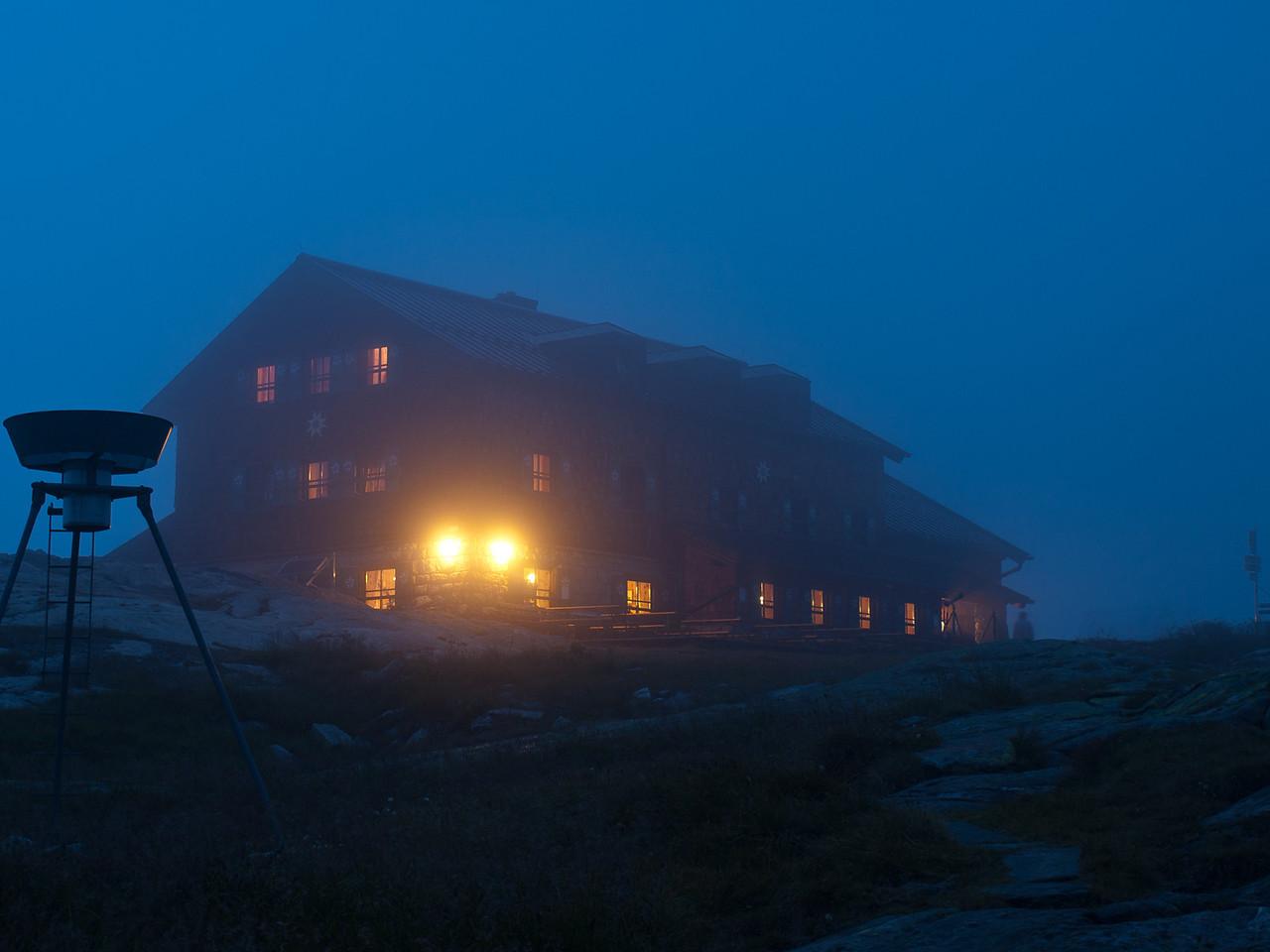 Die Zittauer Hütte im Nebel...