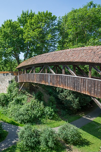 Pedesterian bridge over the moat near Spitaltor. The moat is now a park.