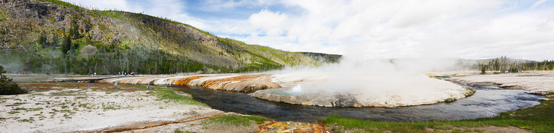 Cliff Geyser at Black Sand Basin