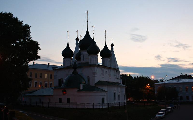 The church of Elijah the Prophet (16th century) at night. Церковь Ильи Пророка в Ярославле.
