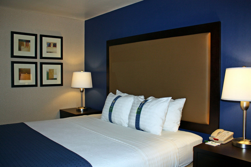 Room at the Holiday Inn at the Phoenix Airport - the new face of Holiday Inns - who would believe it?!