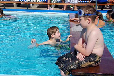 Kenny & Drew liked the pool