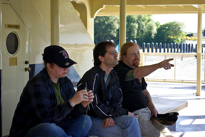 This is how we spent the whole vacation.   Marnie knitting, Steve explaining, and April photographing...  rick just takin it all in, waiting to ride Everest again.