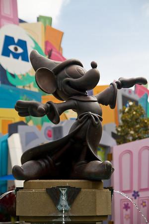 Fantasmic Mickey Statue