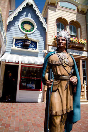 Main Street Tobacco Indian Statue