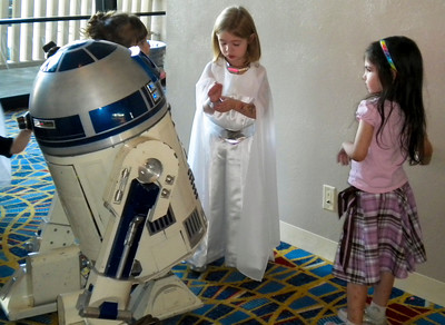 R2D2 and little princesses