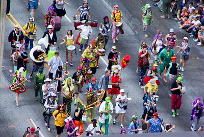 Feed and Seed marching abomination: outstandingly fun looking band
