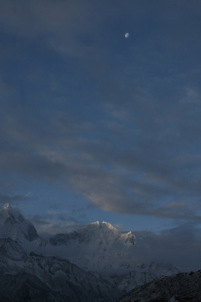 Early morning in Pheriche, 14,098'