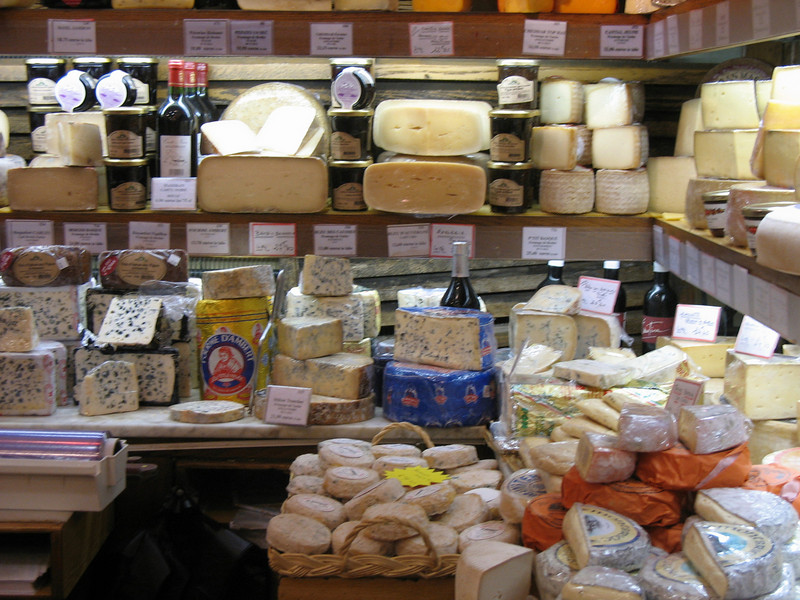 Rue Cler cheeses smell wonderful.