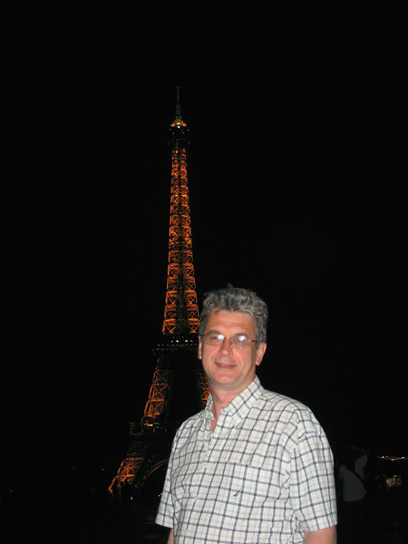 Madeleine drove Egor home & we stopped to see the Eiffel Tower at night.