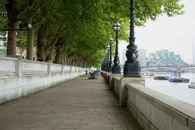 A walk along the Thames