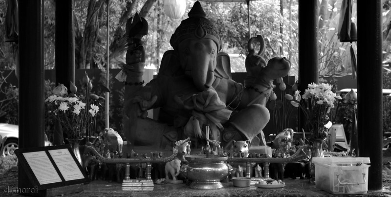 the Ganesh shrine in the main entryway to the Four Seasons.