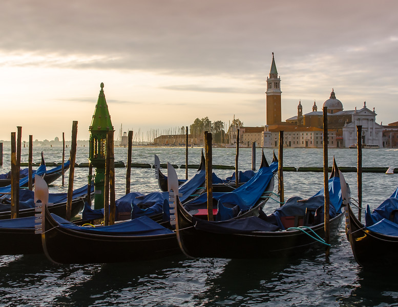 10-11-12 Gondolas and the church of San Giorgio Maggiore