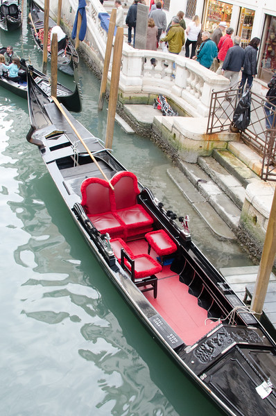 10-11-12 Red and black gondola