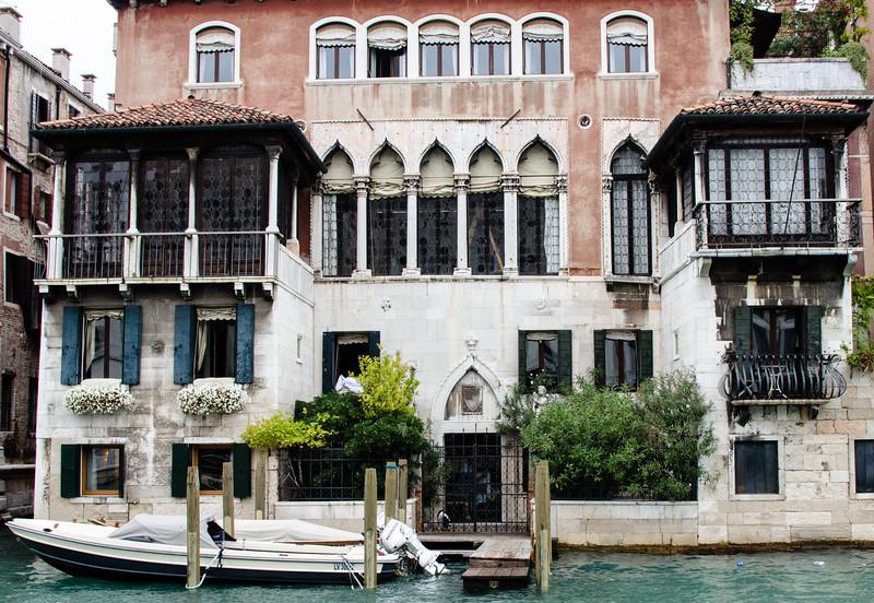 10-11-12 Many beautiful palazzos along the Grand Canal