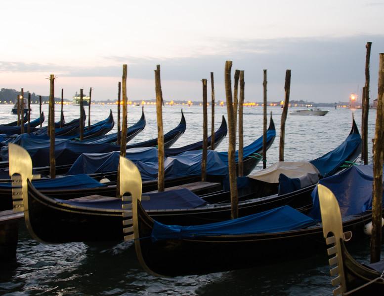10-11-12 Gondolas in the morning light