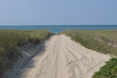 Road to EEl Point Beach