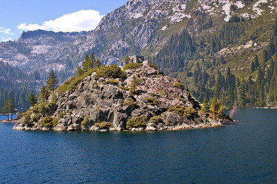 Fannet Island in Emerald Bay with famous Teahouse on top.