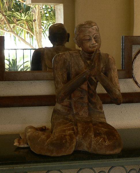 Maui-Monday - The Four Seasons - sculpture