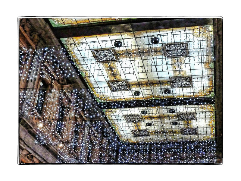 We happened upon this shopping center, Galleria Alberto Sordi, & took a stroll through. This is the ceiling with Christmas lights.