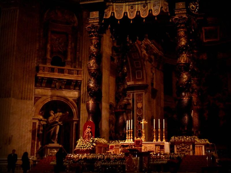 St. Peter's Basilica interior. (Святого Петра)