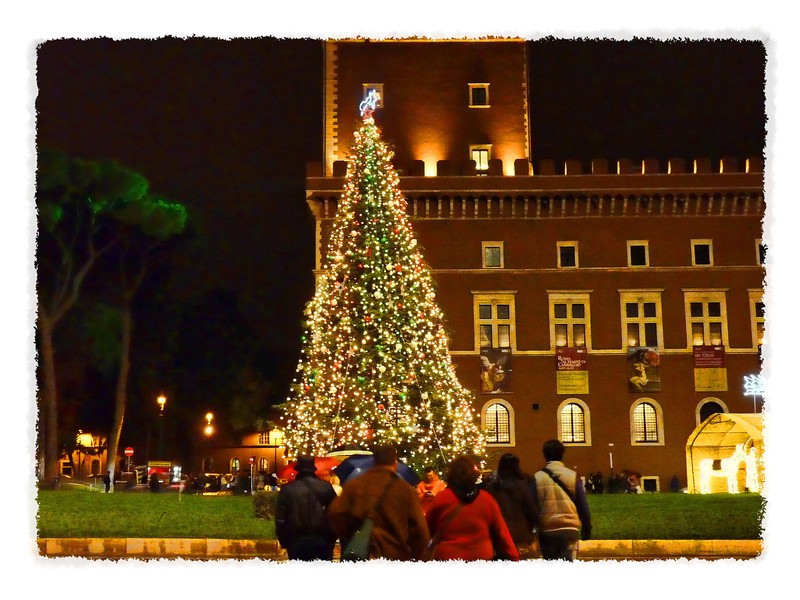 Christmas tree in Piazza Venezia.