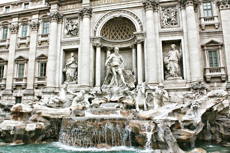 Rome's largest fountain, the 18th century, Baroque Trevi Fountain. (фонтан Треви)
