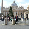 Rustem standing in front of St. Peter's Square. (Площадь Святого Петра)