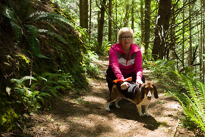 Autumn and Suki on a hiking trail in Oregon