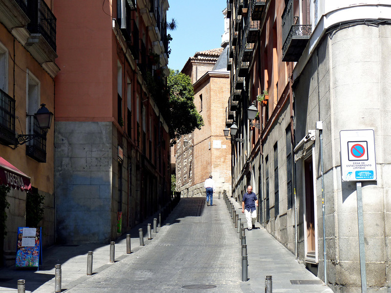 Madrid alley way.