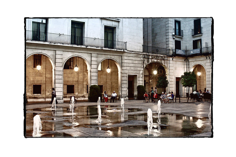 People relaxing around the 'dancing fountains' in Alicante's main square.