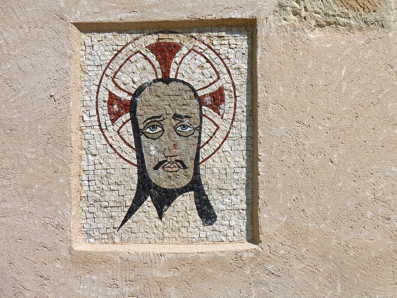 A Moorish face in the wall.
