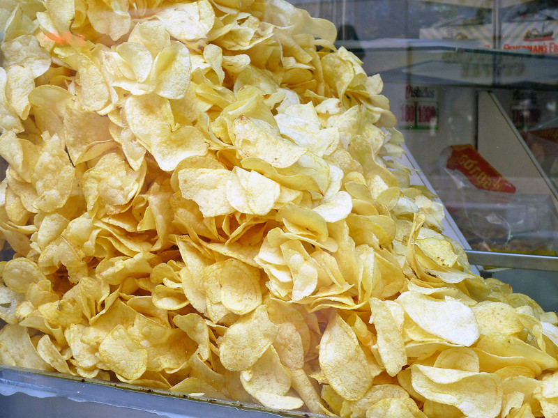 Interesting way to display potato chips. A dishful is inevitably served with drinks.